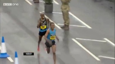 Kenenisa Bekele Beats Mo Farah in Half Marathon - Bupa Great North Run 2013
